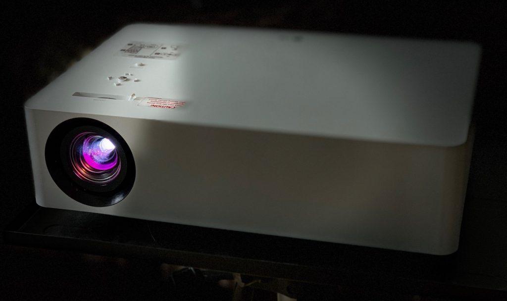 LG Largo 4K HU70LS CineBeam